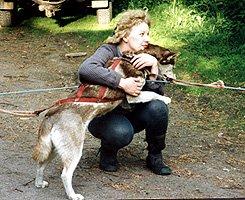 Kiittämässä koiria vedätyksen jälkeen, minä ja Rusty